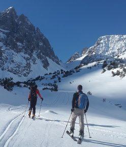 Turystyczny poradnik ubezpieczeniowy dla uprawiających sporty zimowe